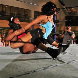 Ladies Competitive Wrestling-Duvall vs La Rosa Negra