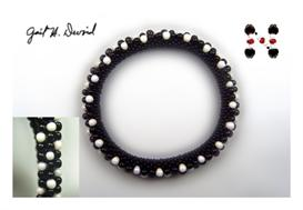 Black and White 3-drop Bead Crochet Bracelet | eBooks | Arts and Crafts