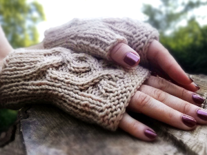 cabled handsies knitting pattern