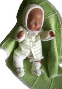 DollKnittingPatterns -0004D CHRISTINA - Babyjakke, Lue, Kort buksedress, Sokker og Deilig Babyteppe-(Norsk)   Crafting   Knitting   Other