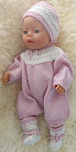 DollKnittingPatterns 0155D BETSY - Strampler mit kurzen Beinen, Mütze und Socken-(Deutsch) | Crafting | Knitting | Other