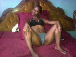 african kenyan women goes crazy $ hornet,,see this won't believe