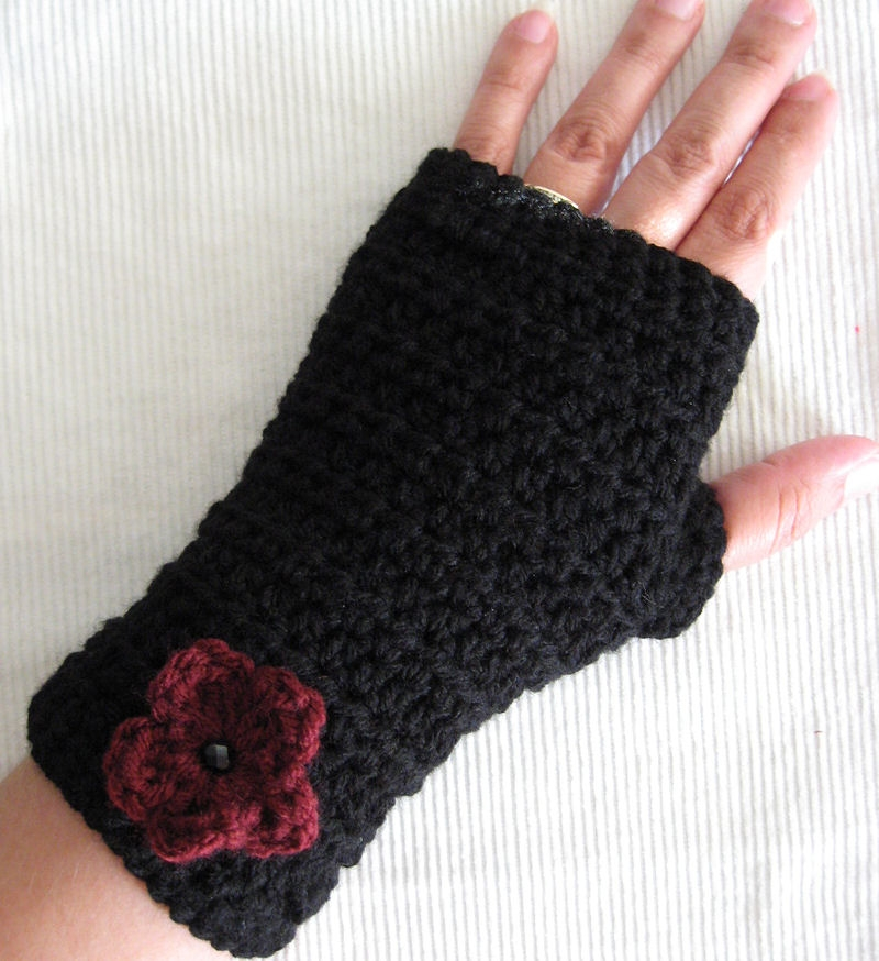 Crocheting Fingerless Gloves : fingerless gloves crochet pattern fingerless gloves crochet pattern ...