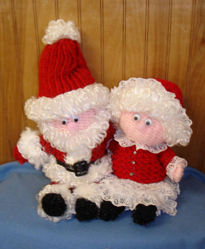 Knitted Father Christmas Pattern Free : KNITTED SANTA CLAUS PATTERN Free Knitting and Crochet Patterns