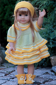dollknittingpattern - 0048d gulltopp (gold top) -dress,trousers, socks and hair band