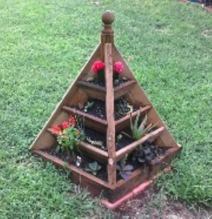 Second Additional product image for - 3 and 6 ft. Pyramid Planter Plans